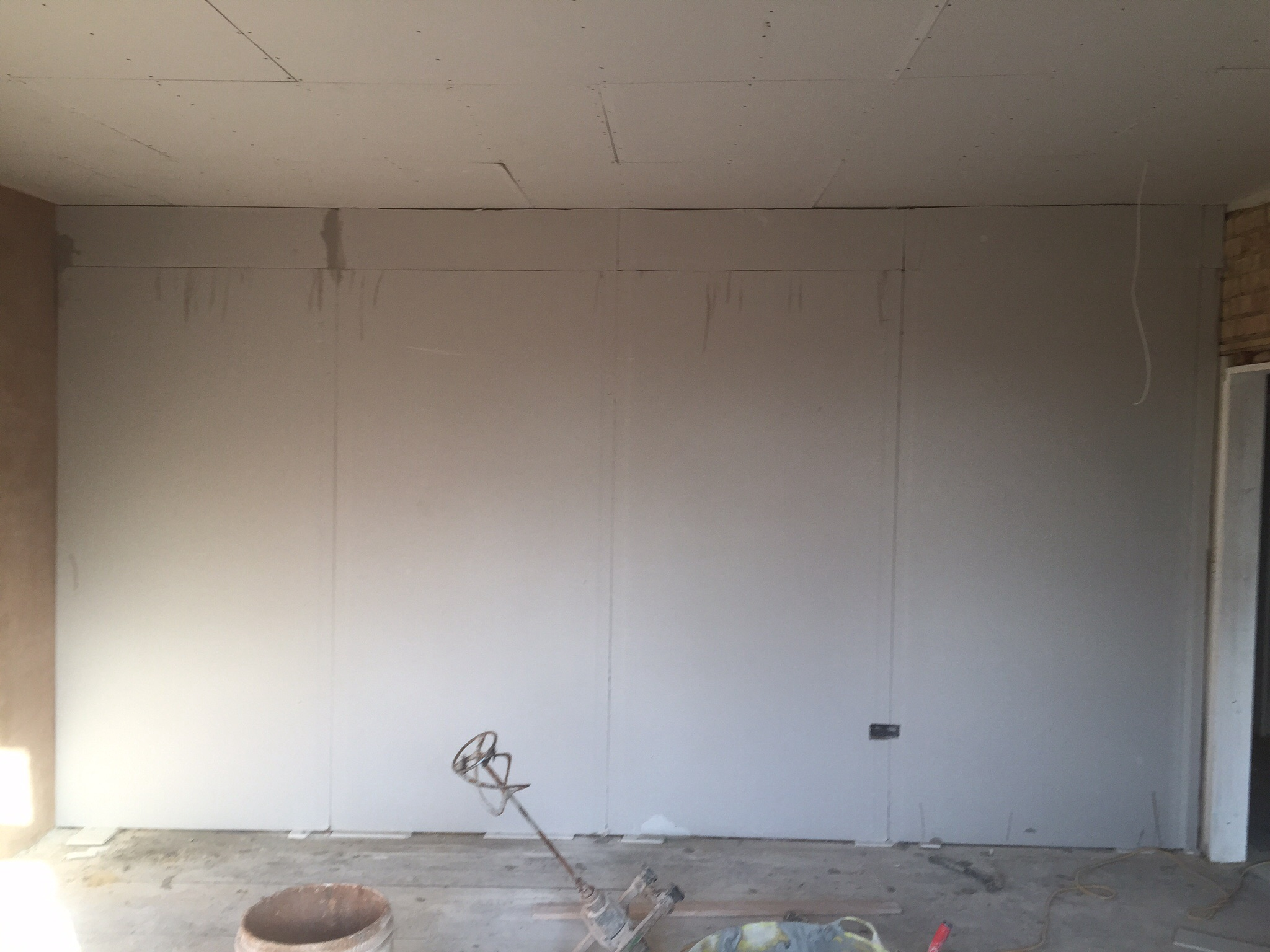 how to put plasterboard on a wall